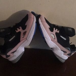 adidas falcon sneakers size 7